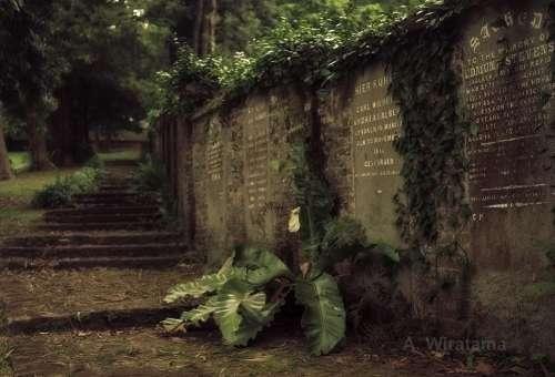 prasasti-kuburan-tua