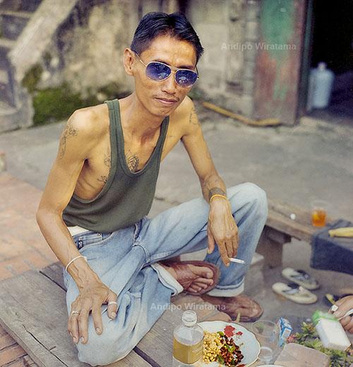 pemuda di lorong luang prabang laos
