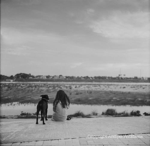 gadis vientiane di sisi sungai mekong